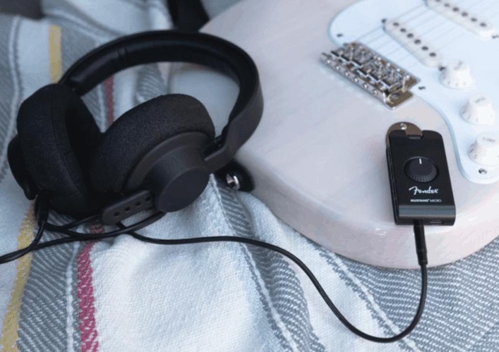 Fender-Mustang-Micro-2